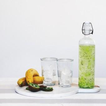 Láhev na vodu a ovoce